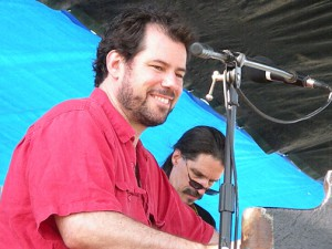 Ken Clark performing with Chris Fitz