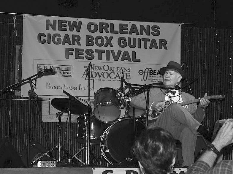 TJ Cigar Boxb+w